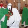 Le nouveau prêtre Anson Dacine célèbre à la cathédrale
