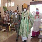 Mgr David MACAIRE, célèbre la messe dominicale à la paroisse de Sainte-Bernadette